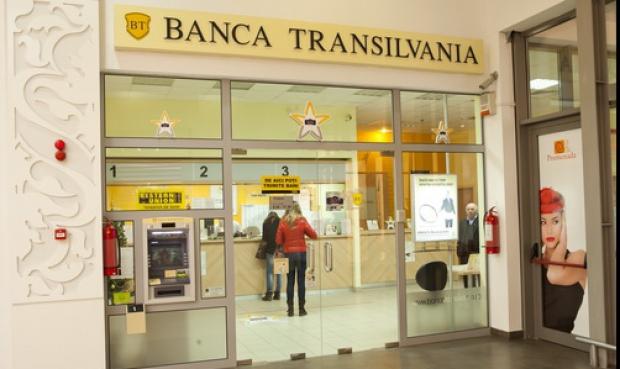 "Banca Transilvania a primit premiul ""Banca anului in e-commerce 2014"""