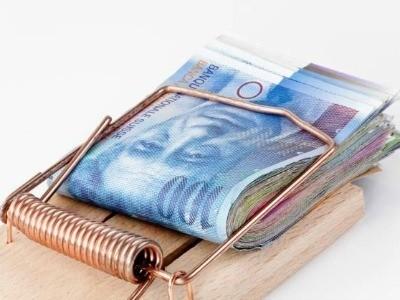 Premiera in Romania: instanta a decis inghetarea platii ratelor unui credit in franci pana la solutionarea pe fond a procesului
