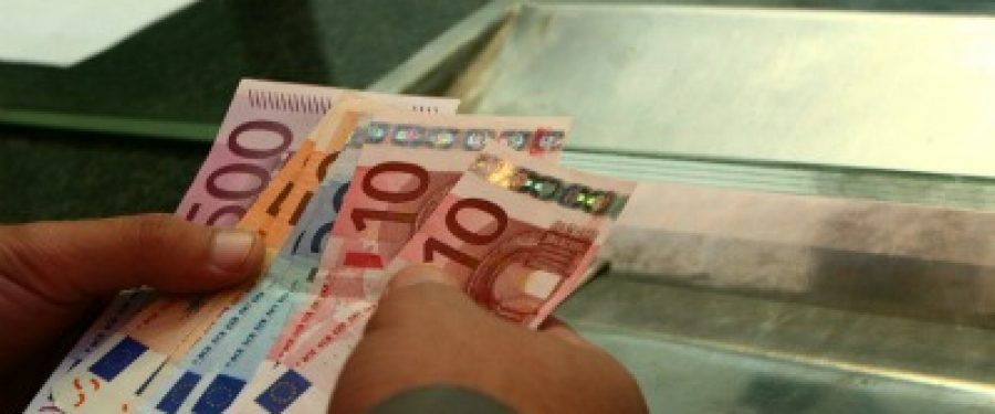 Romanii au retras sume enorme de la bancile grecesti