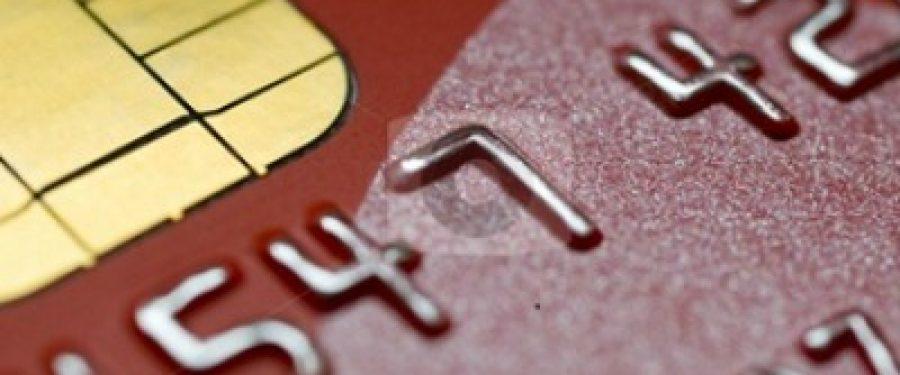 Romanii folosesc cardul de 3 ori pe luna: de doua ori la ATM si o data la cumparaturi