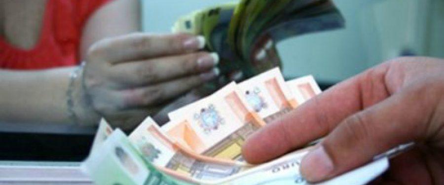 Euro face un pas inapoi, cursul isi revine