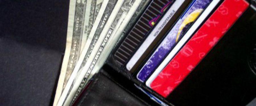 Capcanele cardurilor de cumparaturi cu 35% dobanda