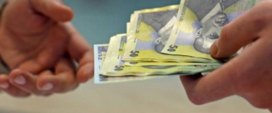 Euro sare de 4,4 lei. Isarescu iese la declaratii!