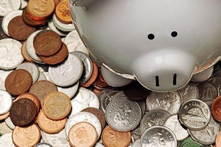 Romanii au inceput sa puna din nou bani la banca. Depozitele populatiei au crescut cu 3,3%