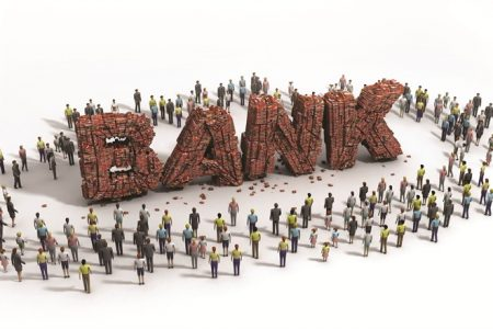 Patru bănci în TOP 10 angajatori care oferă cele mai mari salarii medii. Ce venit mediu primesc angajaţii celei mai mari bănci din România