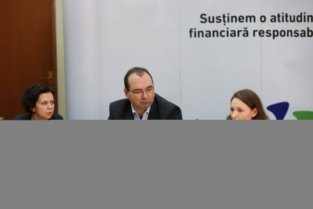 "OTP Bank promoveaza o atitudine financiara responsabila prin fundatia ""Dreptul la Educatie"""