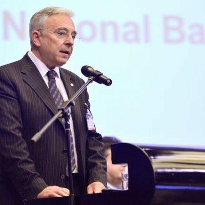 Mugur Isărescu: reducerea RMO este legată de un calendar anunțat. Intrebat despre colaborarea cu Securitatea: Trebuie să răspundă instituțiile care sunt abilitate