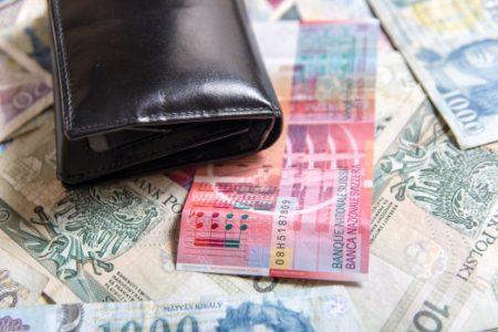 Patronatul Bancilor: orice initiativa privind conversia creditelor in valuta trebuie sa tina cont de Directiva 17