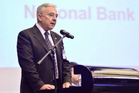 """Mugur Isarescu explica """"cum au primit bancile bani pe timp de criza"""". Romania a rambursat banii de la FMI"""