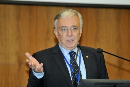 Isarescu: avem un risc sistemic la cele 3 banci la care se concentreaza marea parte a creditelor in franci elvetieni. Bancile sunt la mana deponentilor