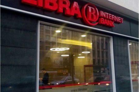 Clientii cu internet banking de la Libra Internet Bank isi pot comanda online cardurile si le primesc acasa
