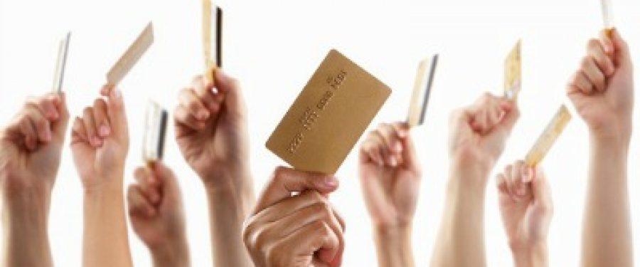 STUDIU BANKINGNEWS: Sapte banci controleaza peste 80% din piata locala de carduri, suprematia fiind asigurata de Raiffeisen Bank si Banca Transilvania