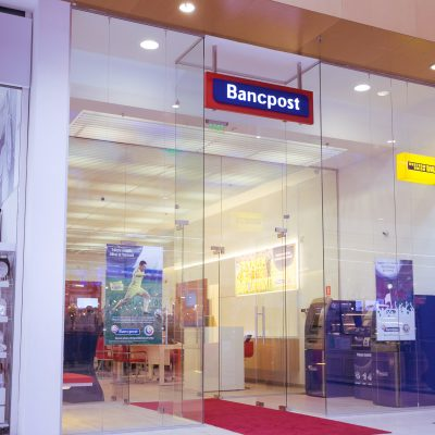 Bancpost lanseaza o agentie complet digitalizata si pune la dispozitia clientilor tablete ce promoveaza conceptul de self-banking