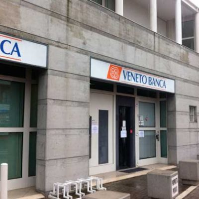Comisia Europeană a aprobat planul de salvare a băncilor Veneto Banca şi Banca Popolare di Vicenza. Intesa preia activele bune. Criza financiară revine în Europa