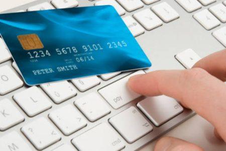 Tinerii, reticenti la internet banking. Doar unul din zece face cumparaturi online