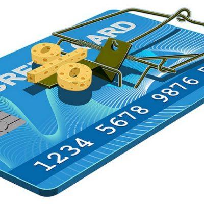 Banii cash de pe cardul de credit transforma imprumutul intr-o povara. Bancile taxeaza suplimentar retragerile de numerar de pe cardul de credit.