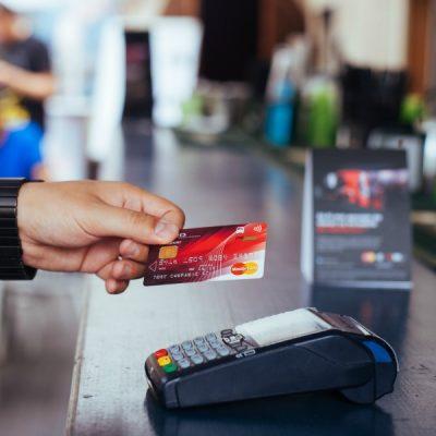MasterCard: Unul din cinci români utilizează cardul pentru plata cumpărăturilor cu valori mai mici de 10 lei