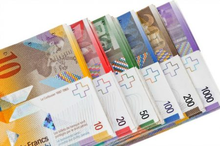 Polonia ar putea să ajute băncile la conversia creditelor din franci elvețieni în zloți