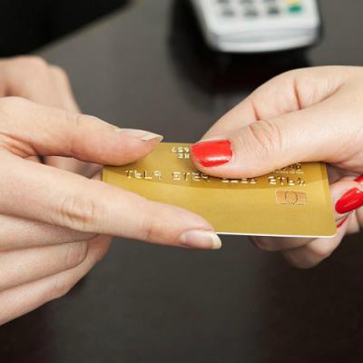 Industria cardurilor a raportat cifre colosale în 2015: Băncile au vândut peste 170.000 de carduri de credit, dublu față de anul anterior