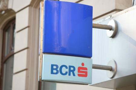 BCR a vandut un portofoliu de credite neperformante de 370 milione euro companiilor EOS si B2Holding
