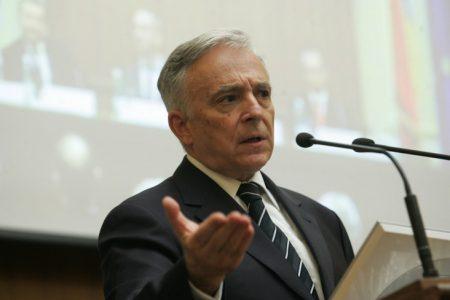 Isărescu: Educația financiară nu se face întrerupt, se face cu voce tare! Publicul trebuie să știe că nu dați banii băncii în credite! Educație se face și în sucursale