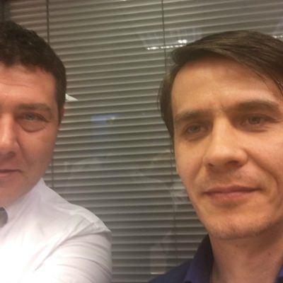 """SELFIE INTERVIU. Chiar dacă este un """"dușman"""" al banilor cash, Cosmin Vladimirescu dezaprobă obiceiul băncilor de a taxa retragerile de numerar de la bancomat"""