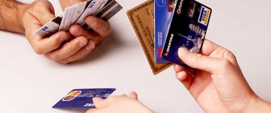 EXCLUSIV. Topul băncilor pe carduri în 2015: Banca Transilvania a devenit liderul pieței. BRD, Banca Transilvania și Raiffeisen Bank conduc la capitolul sume tranzacționate