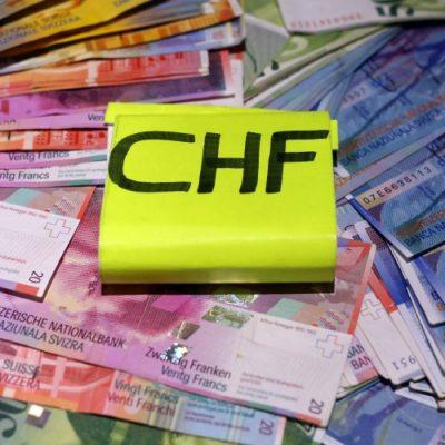 Guvernul a contestat la CCR legea conversiei creditelor în franci elvețieni
