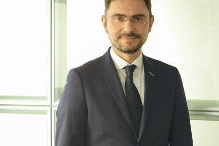 "UniCredit Bank le oferă clienţilor Upgrade, un nou model de deservire. Septimiu Postelnicu: ""Oferim clienților beneficii cu o valoare tangibilă, prin care să poată profita de orice oportunitate financiară"""