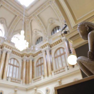 """Mugur Isărescu vine cu o propunere pentru achiziţia sculpturii """"Cuminţenia Pământului"""". Câţi bani a donat Guvernatorul BNR"""