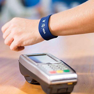 VISA: Plăţile mobile iau avânt pe măsură ce europenii adoptă noi modalităţi de plată. În România, 42% dintre respondenţi au folosit cardul contactless