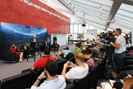 Bucureștenii întâmpină în weekend Trofeul UEFA Champions League, prezentat de UniCredit Bank