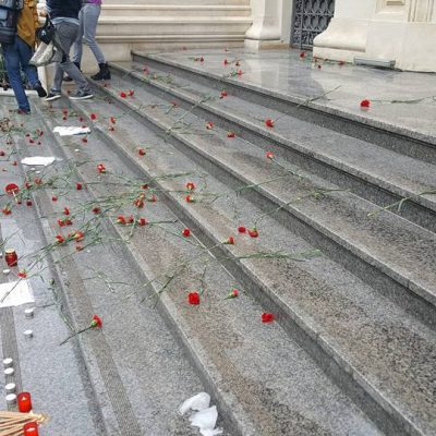 """Protest la BNR: Clienții cu credite în CHF organizează """"parastasul francului"""", la doi ani de la explozia cursului"""