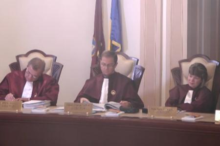 Curtea Constituţională a decis că legea privind darea în plată este parţial neconstituţională. Dosarele se întorc la instanţele de judecată.