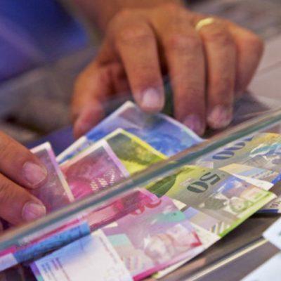 După doua luni, astăzi este şteptată decizia CCR privind legea conversiei creditelor în franci elveţieni la curs istoric