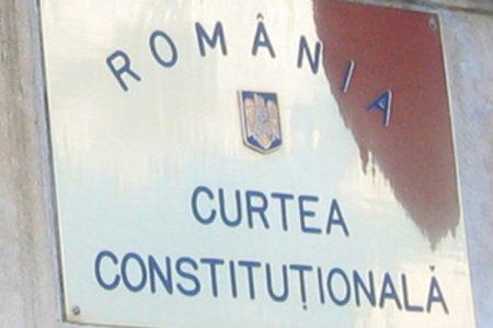 CCR: Legea privind eliminarea situaţiilor de dublă executare a salariilor este neconstituţională