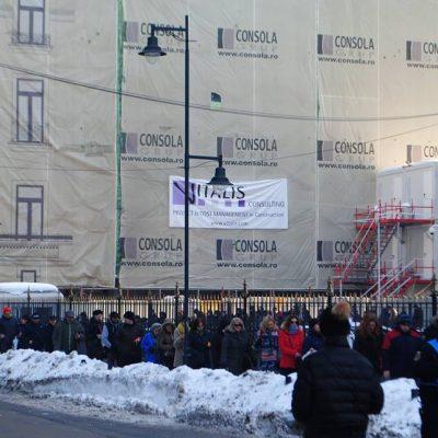 Debitorii cu credite în franci elveţieni au protestat în faţa BNR