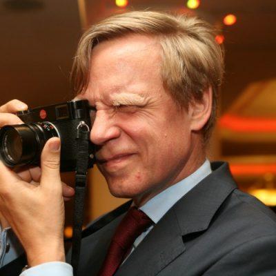 """Steven van Groningen, președinte Raiffeisen Bank, a explicat decizia de a participa la protestele din Piața Victoriei: """"Îmi pasă. De aceea am fost în piață. Este un risc pe care mi-l asum."""""""