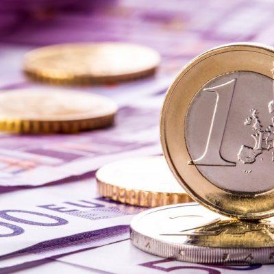 Curs valutar BNR: Euro, la maximul tuturor timpurilor. Analiştii consideră că moneda euro ar putea trece de 4,7 lei până la Crăciun