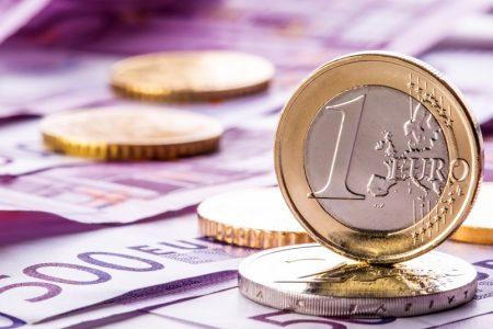 """Cursul euro-leu, la cel mai mare nivel din ultimii patru ani. Piețele arată """"cartonașul galben"""""""