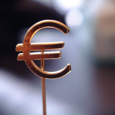 Cel mai slab leu din ultimii cinci ani. Euro se apropie de 4,6 lei la BNR, pe fondul crizei politice