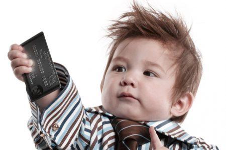 Cum să folosești conturile de economii pentru copii așa încât să pui deoparte cât mai mulți bani