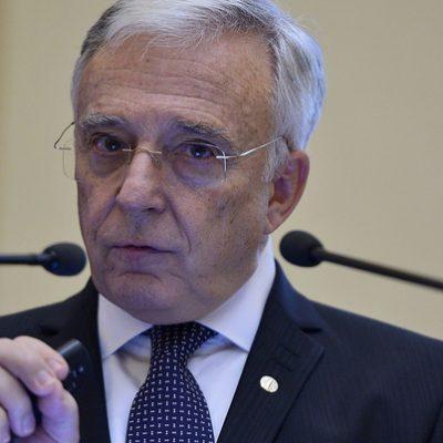 Isărescu, către bancheri: Clienții trebuie protejați, să le dați produsele necesare. Nu împingeți această responsabilitate spre BNR