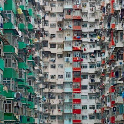Viaţa la bloc: Înghesuiala locativă, una dintre problemele dramatice cu care se confruntă românii. Oamenii care trăiesc înghesuiţi sunt mai nefericiţi