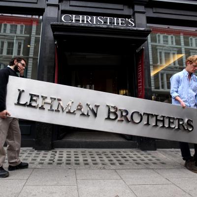 Acum nouă ani, lumea modernă experimenta cea mai grea criză financiară