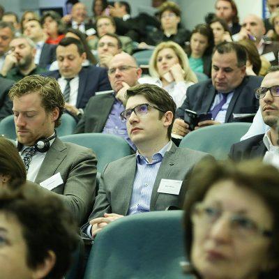 """30 de experți, din opt țări, discută la București despre impactul PSD2 și """"open banking"""""""
