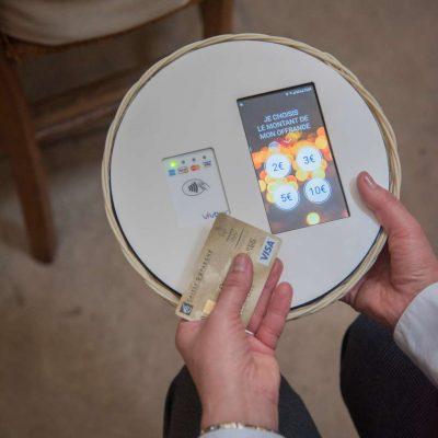 De ieri, cutia milei a devenit una high tech pentru plata cu cardul. La Paris