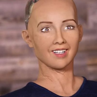 Sophia the Robot a primit un card de credit premium de la UniCredit