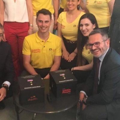 Banca Transilvania pune în practică o nouă idee năstrușnică: cutia contactless pentru donații cu cardul