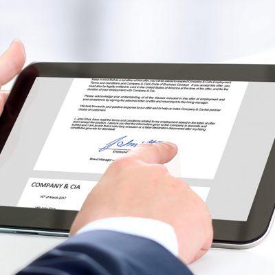 UniCredit adoptă semnătura electronică calificată, primul pas spre digitalizarea 100%. Cum poti accesa credite de nevoi personale online